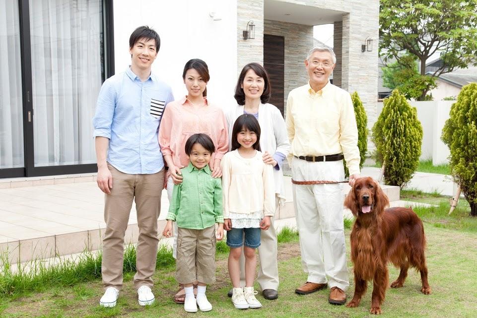 家族写真 孫 子ども 老夫婦