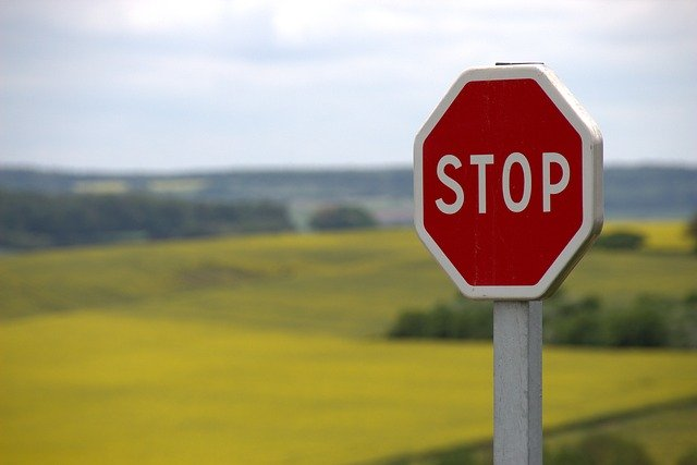 STOPの看板